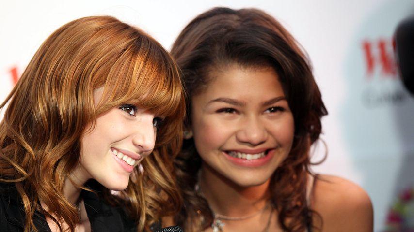 """""""Disney""""-Stars Bella Thorne und Zendaya Coleman im Jahr 2011 bei der Vorstellung ihrer Milchshakes"""