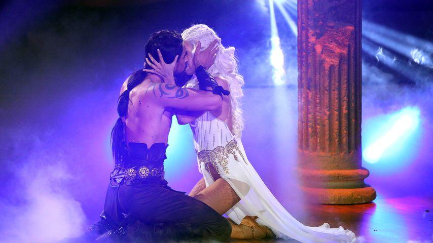 Mit Kuss gekrönt: Benjamin & Isa begeistern mit GoT-Tanz