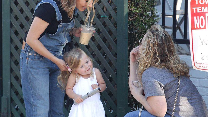 Beverley Mitchell mit ihrer Tochter Kenzie in Los Angeles