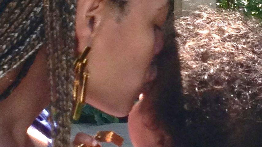 Neue süße Fotos: Beyoncé küsst Blue Ivy
