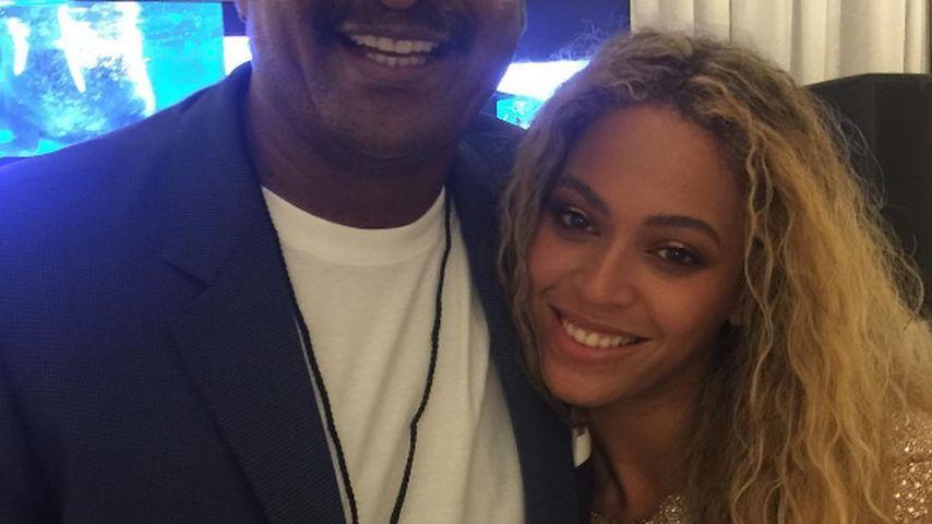 Wieder versöhnt? Hier posiert Beyoncé mit ihrem Vater!