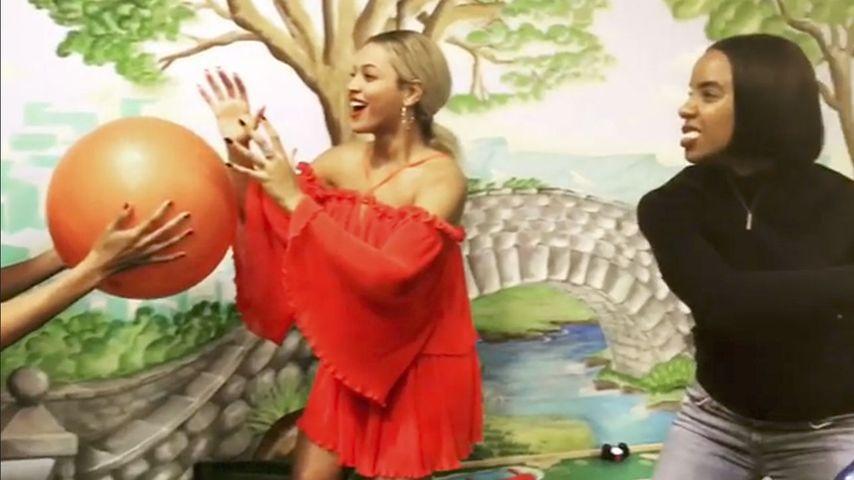 """Beyoncé, BVB und Co.: Mega-Hype um """"Mannequin-Challenge"""""""