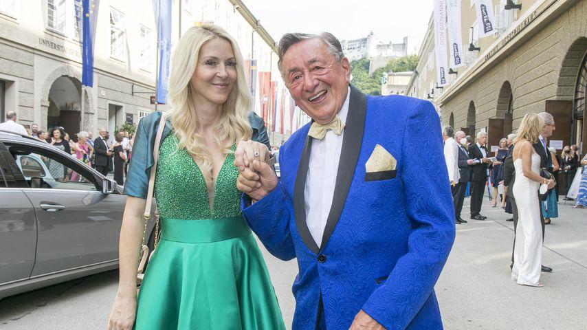 Frisch verliebt: Richard Lugners Neue trägt schon einen Ring
