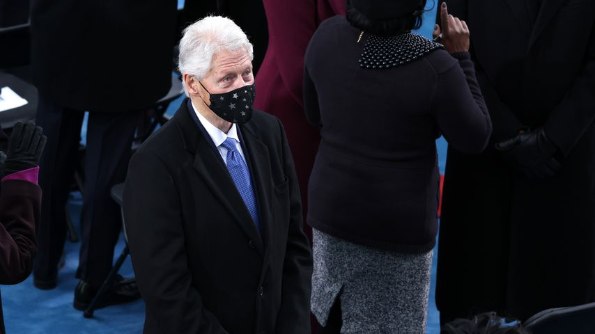 Netz-Hit: Clinton schlief bei Bidens Vereidigung fast ein