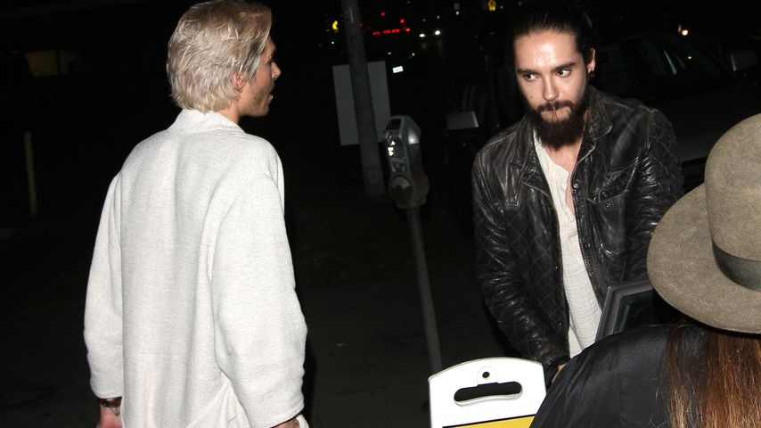 "Schräger Style: ""Tokio Hotel""-Bill mit Bademantel in Bar"