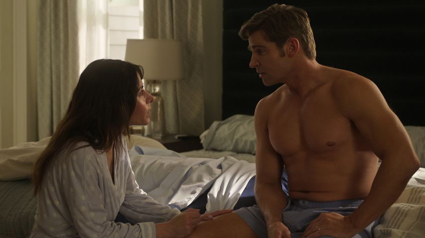 "Billie (Sarah Shahi) und Cooper (Mike Vogel) in ""Sex/Life"""