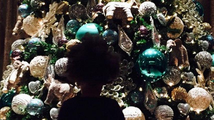 Wie niedlich: Blue Ivy bestaunt XL-Weihnachtsbaum