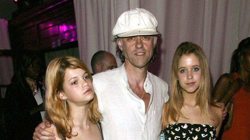 Bob Geldof mit seinen Töchtern Peaches und Pixie im Jahr 2003