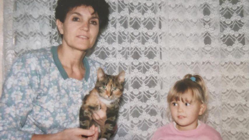 Bonnie Strange als Kind mit ihrer Oma
