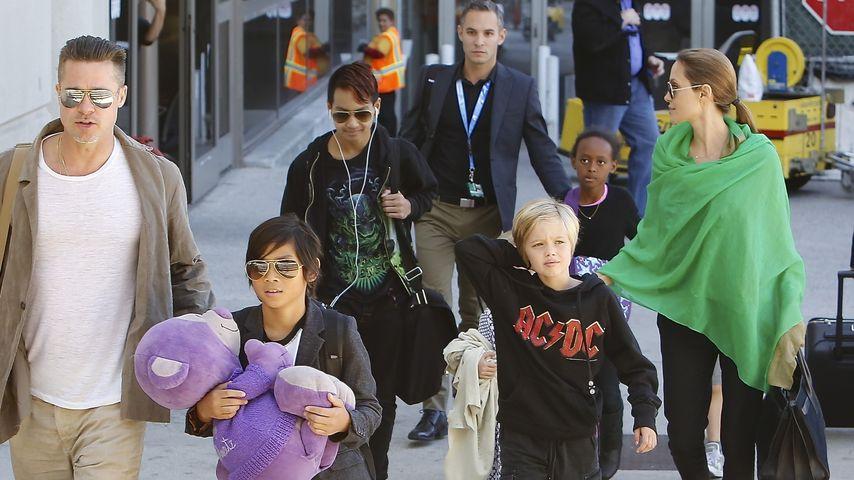 Angelina Jolie und Brad Pitt mit ihren Kids