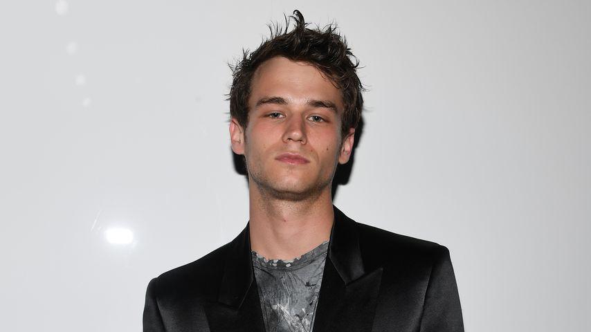 Brandon Flynn bei der Fashion Week in Paris