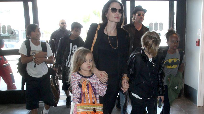 Angelina Jolie und Brad Pitt mit ihren Kindern