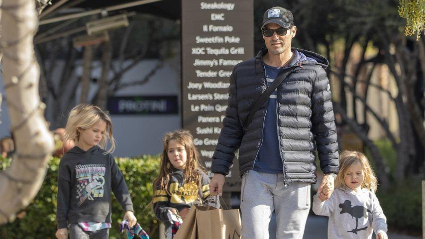 Selten: Brian Austin Green mit seinen Kindern gesichtet