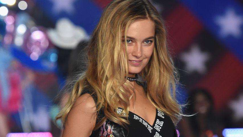 Bridget Malcolm bei der Victoria's Secret Fashion Show 2015