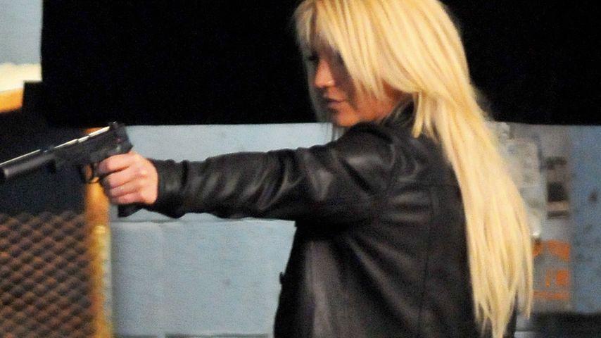 Gewalt(ät)ig! Britney Spears schockt mit Knarre