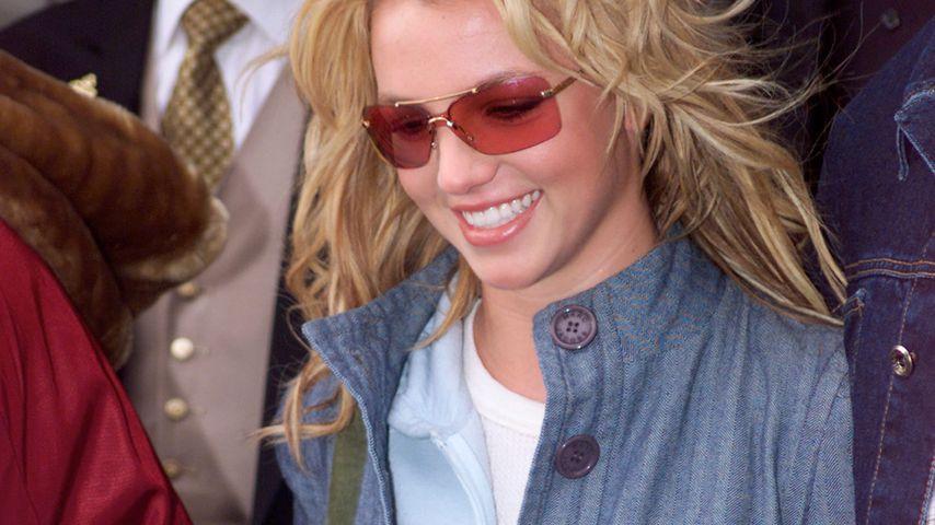 Britney Spears 2002 in London in typischem 00er-Look