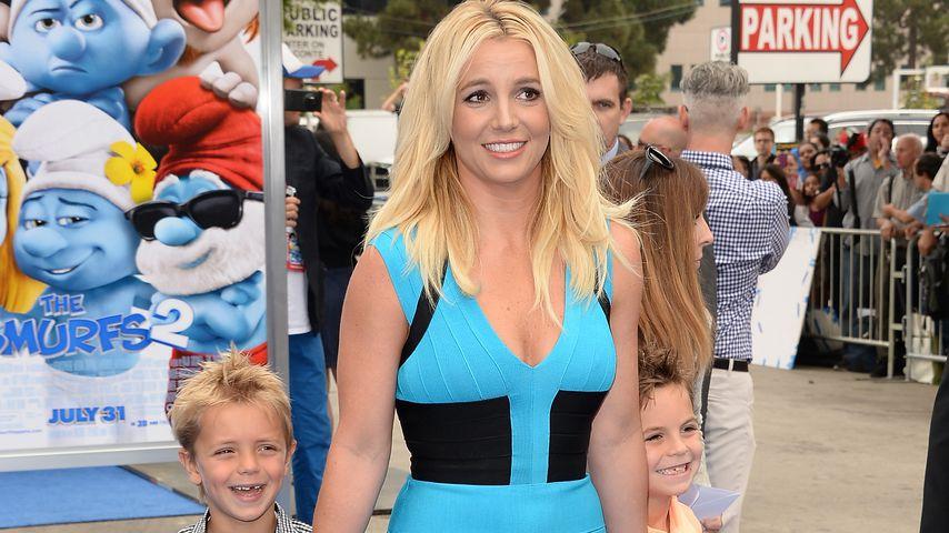 Britney Spears mit ihren Söhnen Sean und Jayden James Federline, Juli 2013 in Westwood