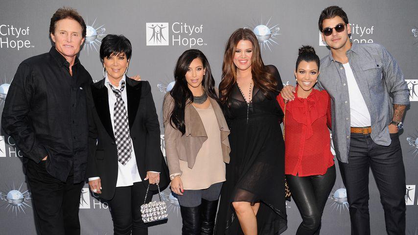 Bruce Jenner mit Kris, Kim, Khloe, Kourtney und Robert Kardashian