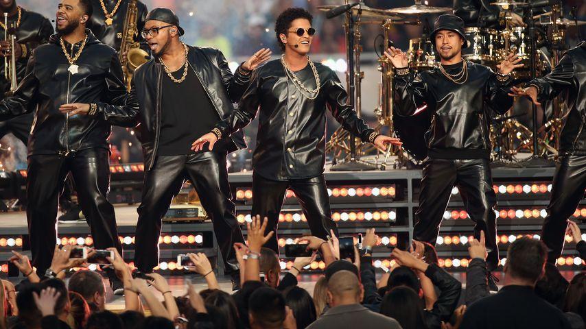 Bruno Mars beim Super Bowl 2016
