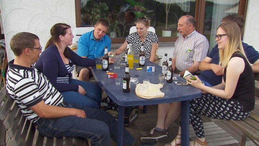 """Roland und Verena mit Freunden bei """"Bauer sucht Frau"""""""