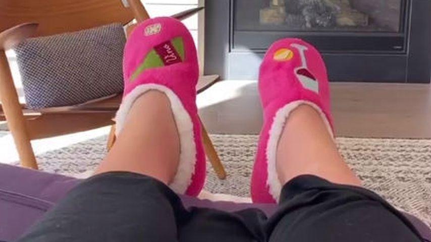Candice Kings Füße in der Schwangerschaft