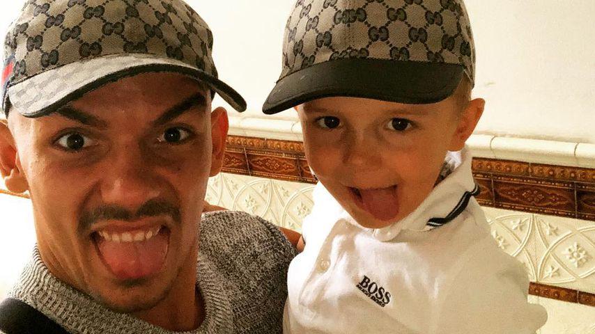 Capital Bra und sein Sohn im August 2018