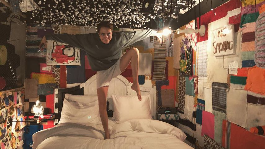 Cara Delevingne bei Paris Jackson im Bett
