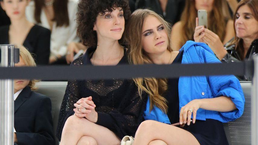 St. Vincent und Cara Delevingne in der Front Row