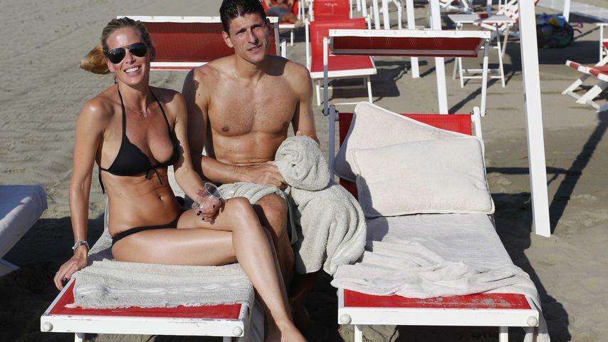 Carina Wanzung und Mario Gomez im Italien-Urlaub 2014