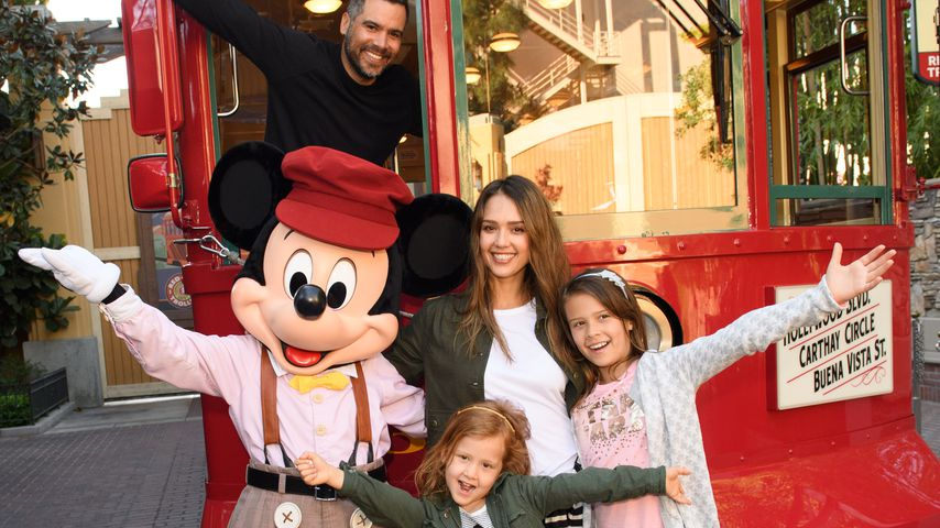 Cash Warren und Jessica Alba mit ihren Töchtern