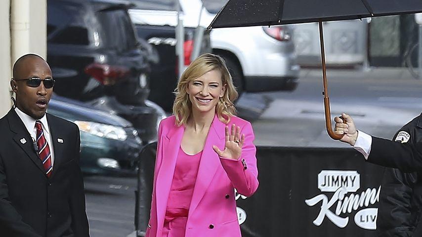 Farbenfrohe Cate Blanchett: Knalliges Pink gegen Regenwetter