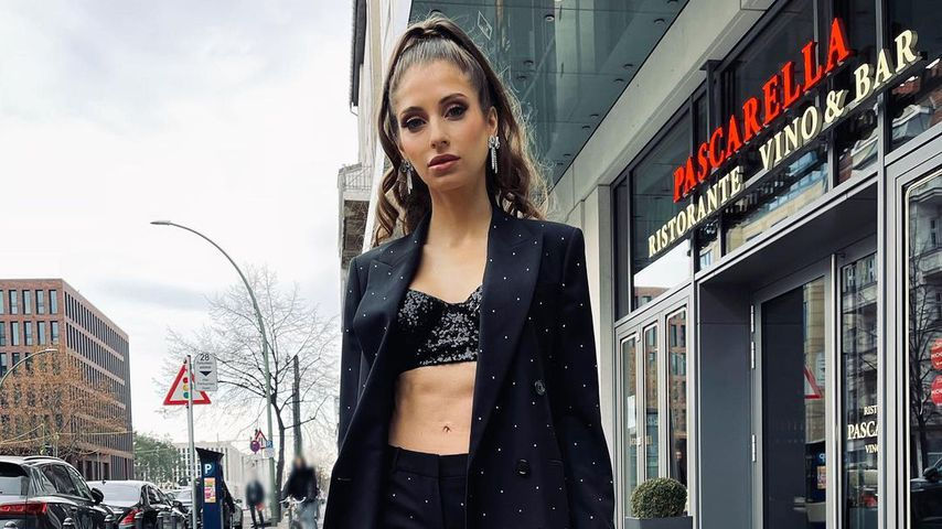 Nicht zu kalt? Cathy Hummels verwundert Fans mit sexy Outfit