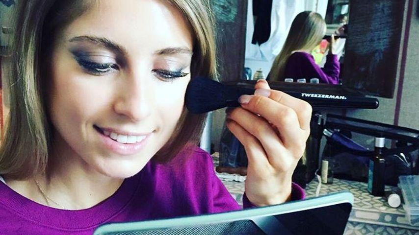 Cathy Hummels schminkt sich