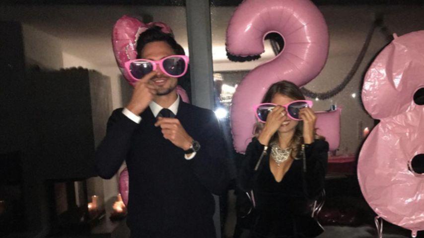 Mit pinken Luftballons: Cathy Hummels feiert ihren 28. B-Day