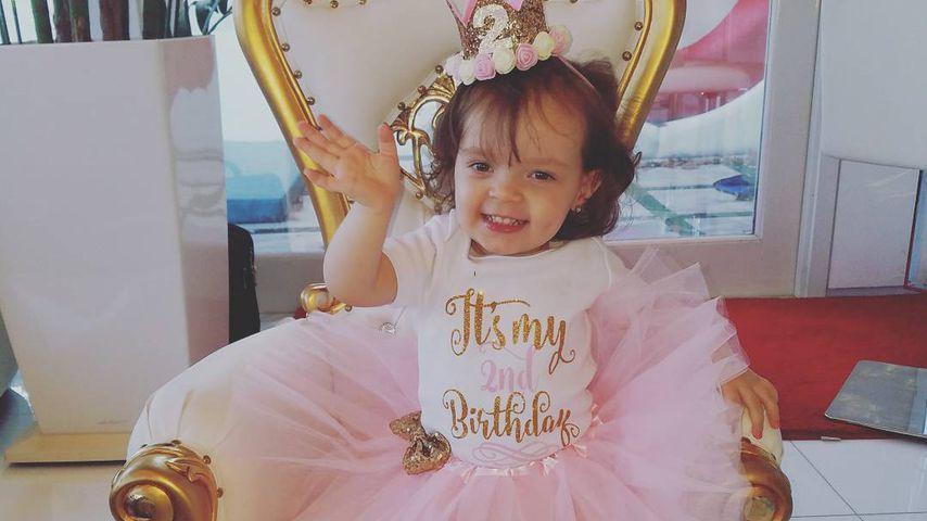 Im Passenden Outfit Chanel Nicole Feiert 2 Geburtstag Promiflash De