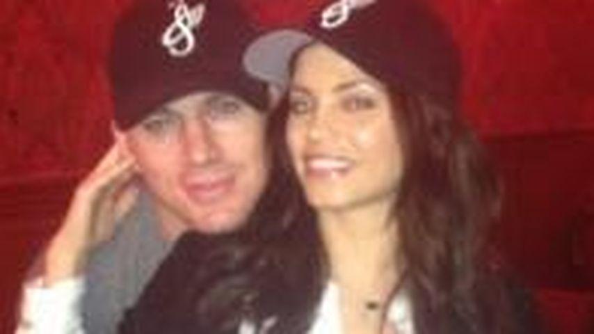 Channing Tatum streichelt Baby-Bauch seiner Frau
