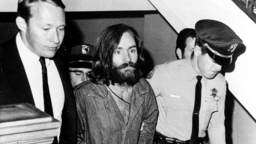 Charles Manson auf dem Weg ins Gericht, 1969