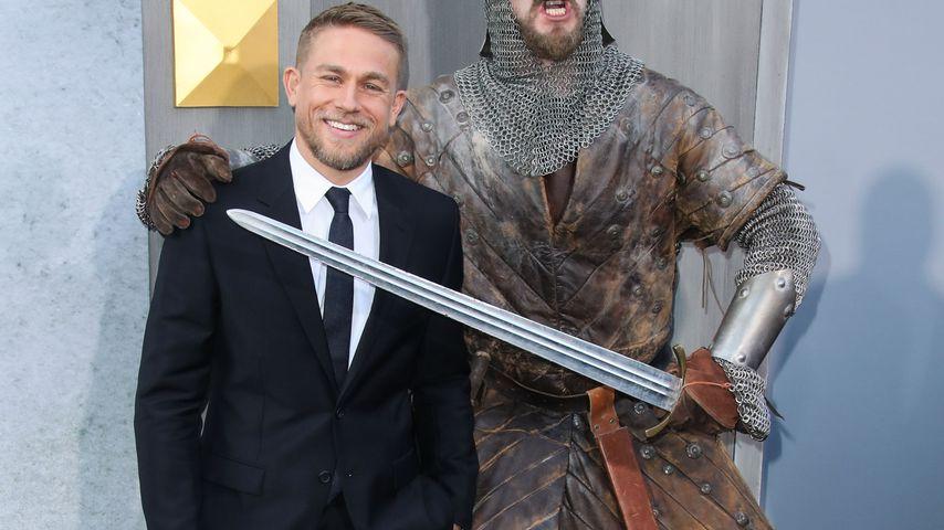 "Charlie Hunnam auf der ""King Arthur""-Premiere in Hollywood"