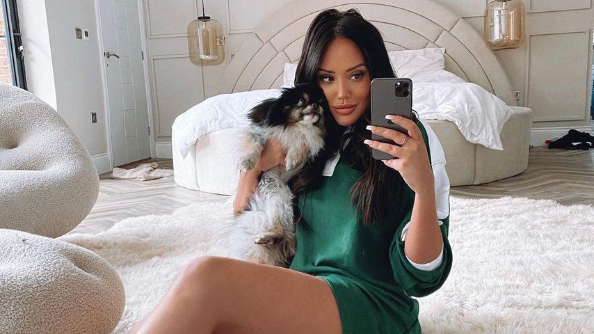 Charlotte Crosby mit ihrem Hund