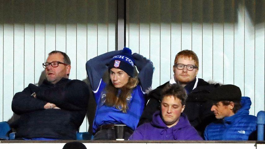 Cherry Seaborn und Ed Sheeran beim Spiel zwischen Ipswich Town und Wycombe Wanderers