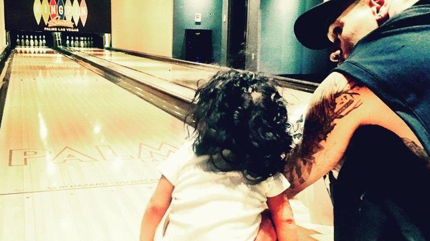 Überglücklich: Chris Brown feiert 1. Vatertag mit Royalty