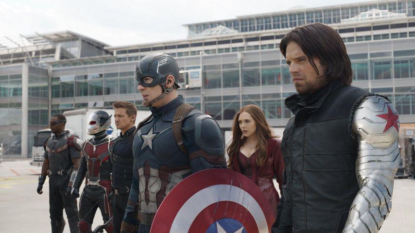 """Chris Evans mit seinen Filmkollegen von """"Captain America: Civil War"""""""
