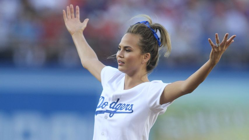 Chrissy Teigen im Stadion der Los Angeles Dodgers