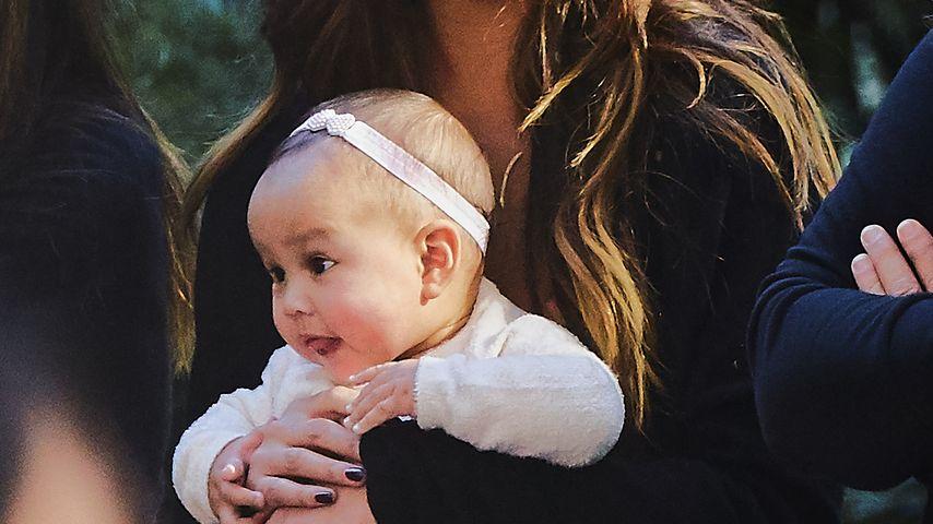 Chrissy Teigen mit Tochter Luna in New York City