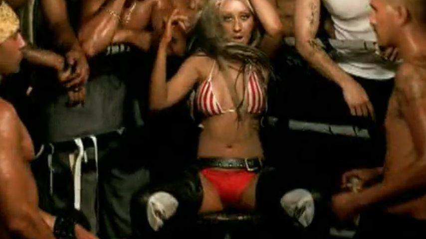 "Christina Aguilera im Musikvideo zu ""Dirrty"""