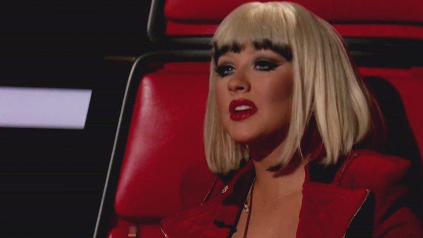 Christina Aguilera trägt Pony mit dunklen Spitzen