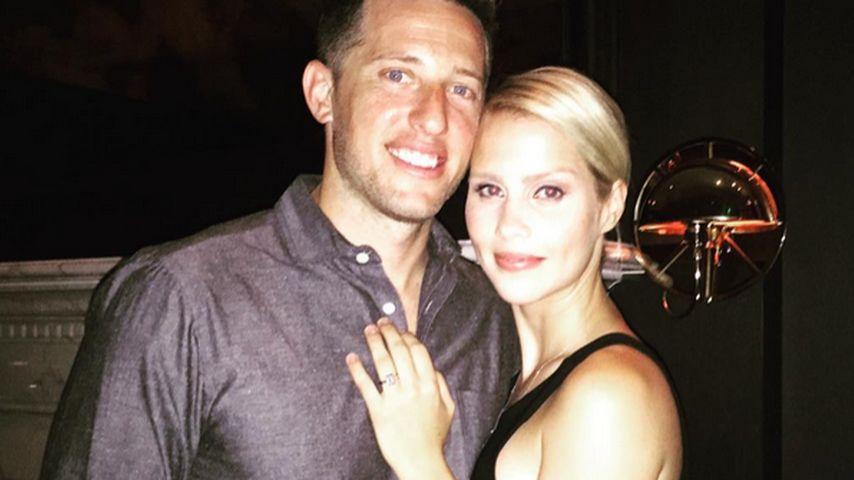 """Verräterischer Ring: """"Vampire Diaries""""-Star ist verlobt!"""