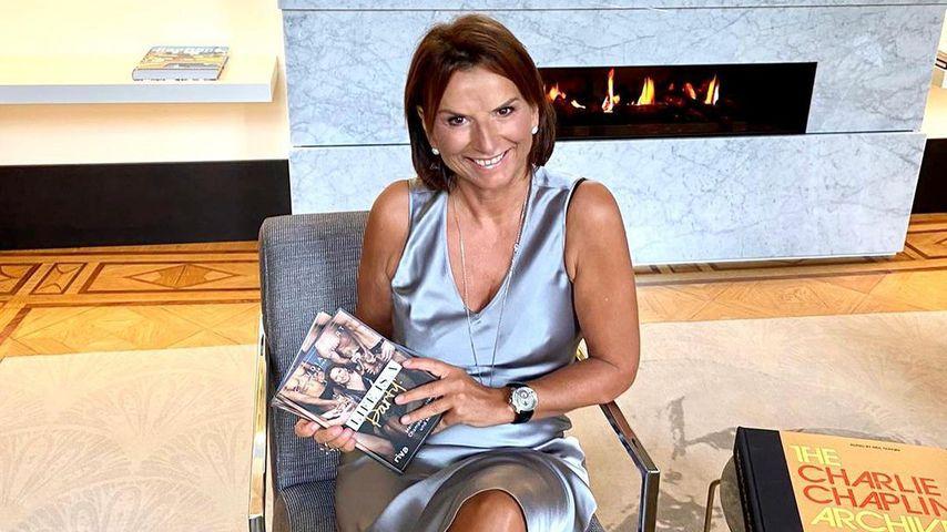 """Claudia Obert mit ihrem Buch """"Life's a Party!"""""""