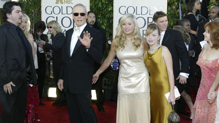 Clint Eastwood mit seinen Töchtern Kathryn und Francesca bei den Golden Globes 2005