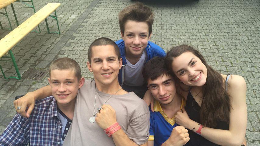 """""""Club der roten Bänder""""-Stars Damian, Tim Oliver, Nick Julius, Ivo und Luise am Set"""